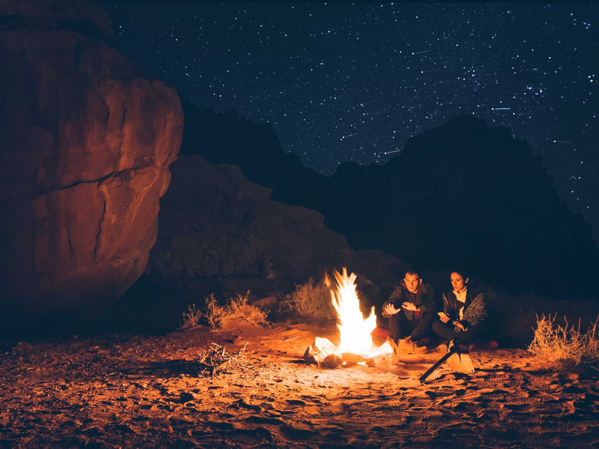 camp-fire-under-the-stars-wadi-rum-desert-ACR